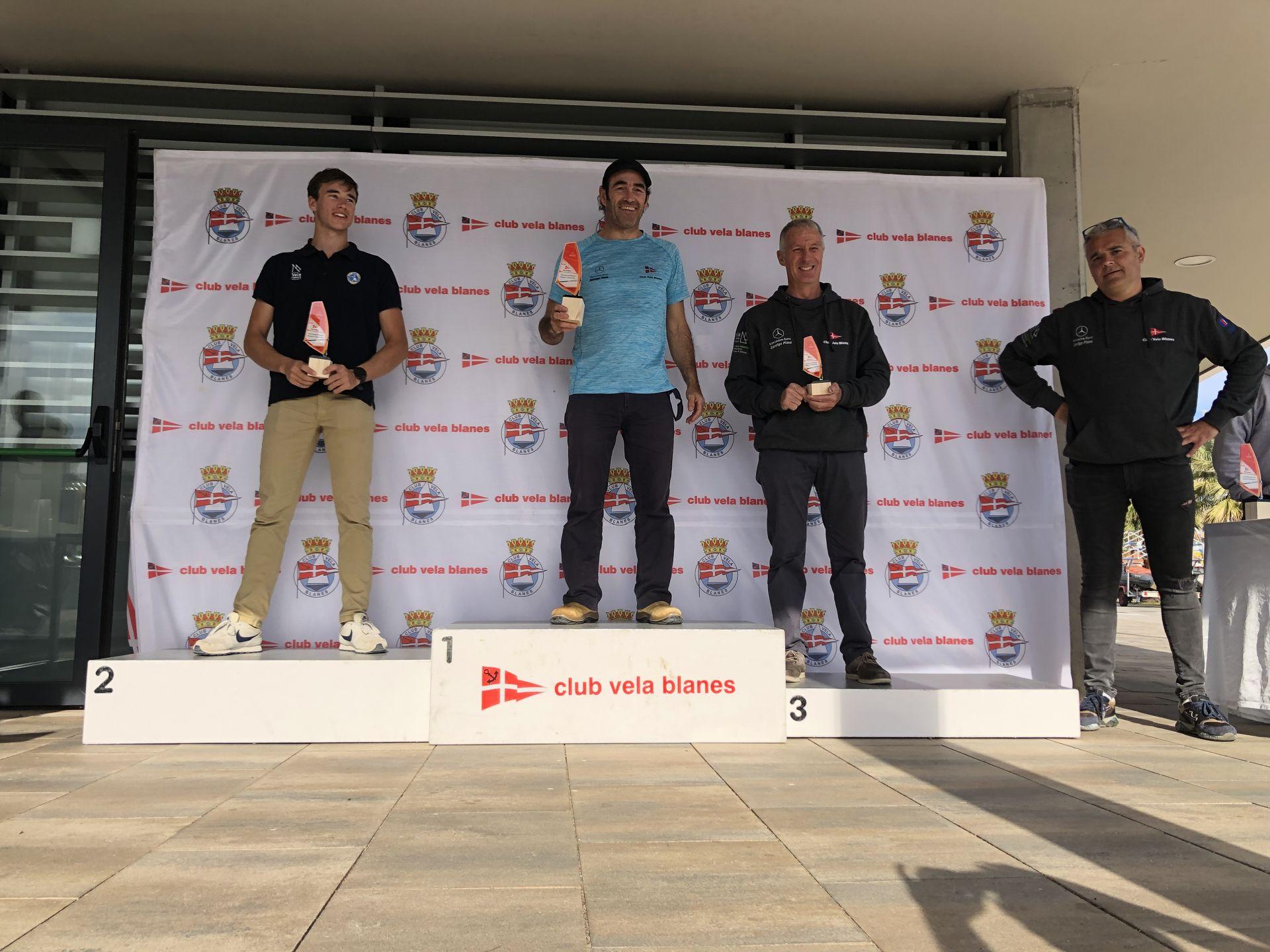 Jordi Bosch 3er en Raceboard i el extraordinari debut de l'equip d'iniciació del CVB, els protagonistes al Trofeu Primavera N2 de Windsurf