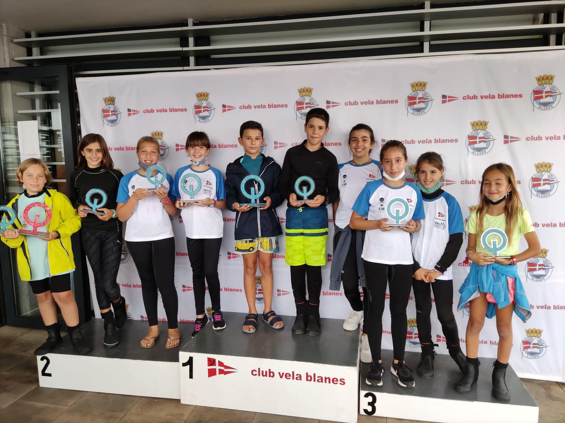 L'Equip de la classe Optimist i els integrants de l'Escola de Vela participen en un Trofeu Tardor N3 entre amics.