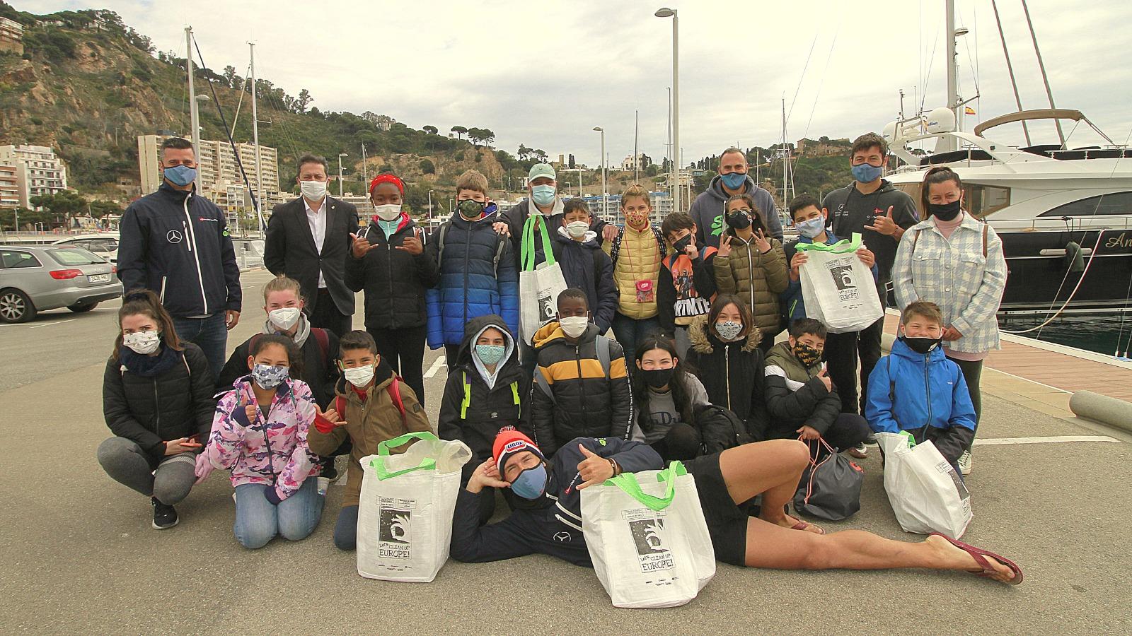 50 escolars de l'Escola Mossen Joan Batlle participen a les Jornades de Recollida de Residus al Mar inclòs al 'Let's Clean Europe'.