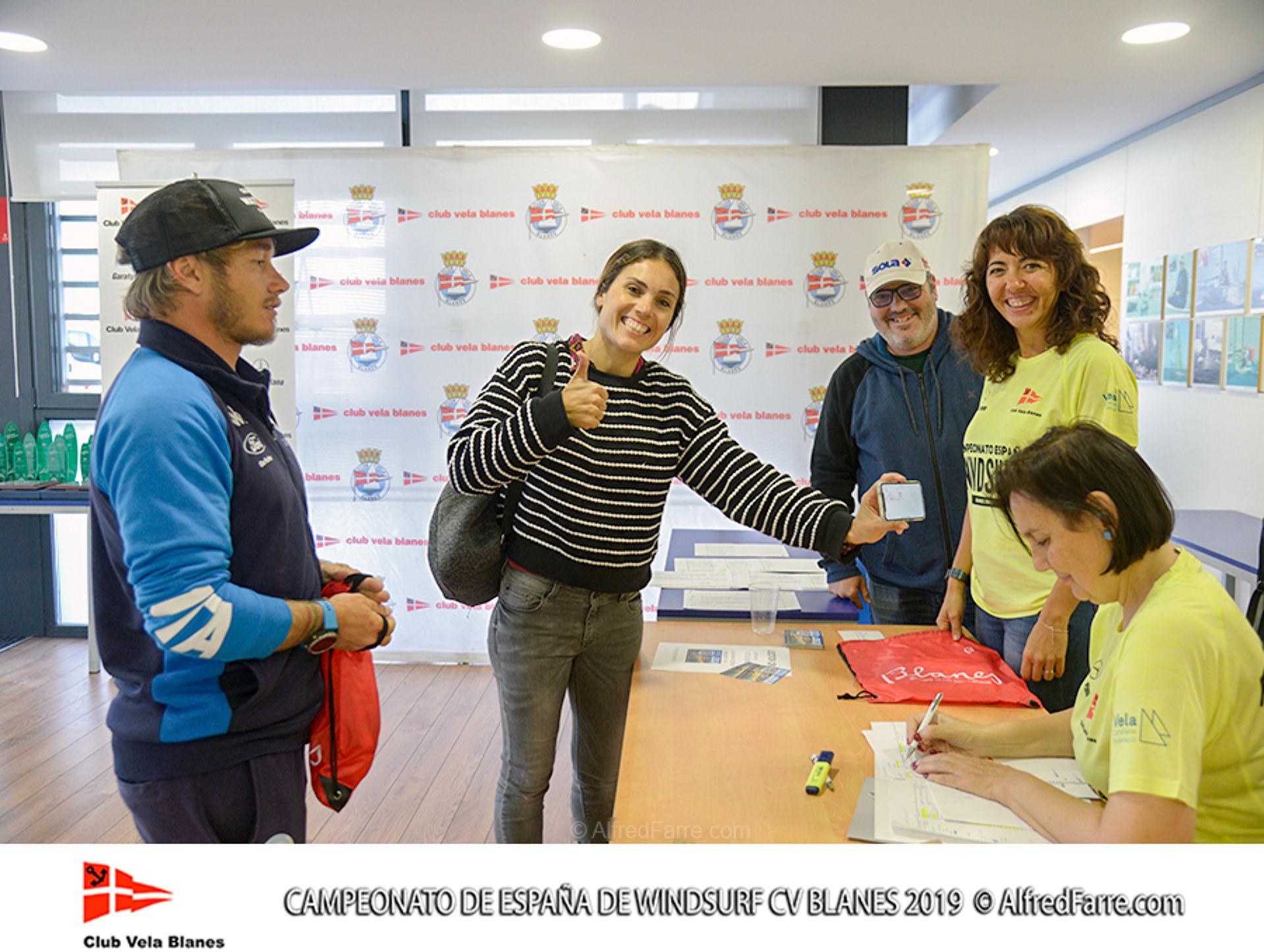 Mes d'un centenar i mig de regatistes al Campionat d'Espanya de windsurf a la badia de Blanes
