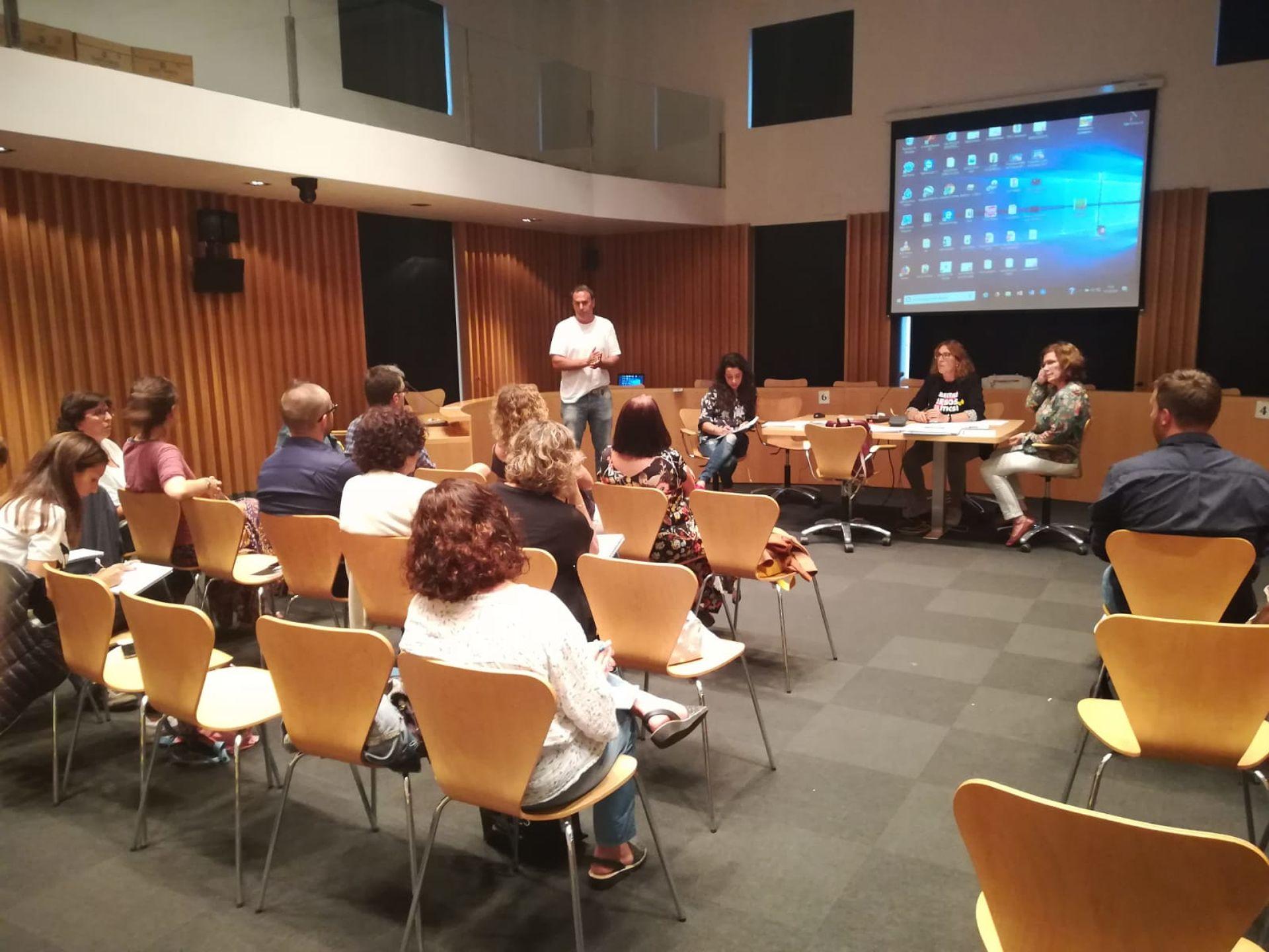"""El CVB presenta el programa """"Esport Blau"""" al Consell Escolar Municipal"""