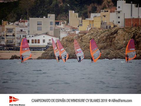 Tret de sortida del Campionat d'Espanya de Windsurf a Blanes amb proves per a totes les classes. - 3