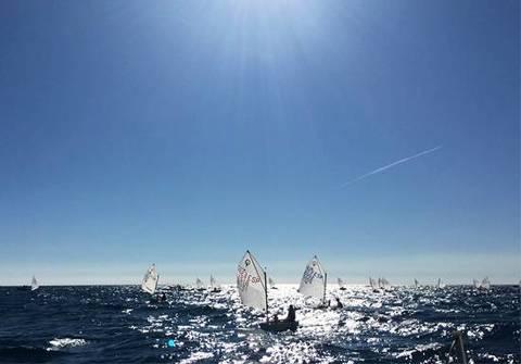 La flota d'Optimist participa al 23è Trofeu Estruch puntuable per el Campionat de Catalunya.
