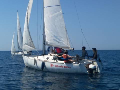 El pack multiactivitat del club vela blanes porta a practicar paddle, caiac i vela a antics expedicionaris de la Ruta Quetzal. - 5