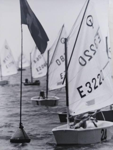 A la dècada dels 70 la família Depares, va ser l'ànima dels optimist en el Club Vela Blanes - 3