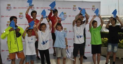 Punt i final al 42 Vila Blanes Optimist Regata, Campionat Catalunya G3, amb més de 90 regatistes.