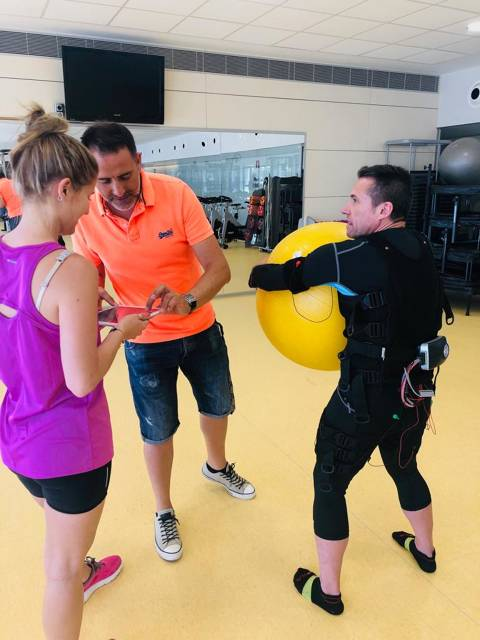 The Fitness & Spa technicians at the Vela Blanes Club participate in the kind of training on electrostimulation - 2
