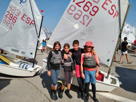 L'Equip de Regates classe Optimist inicia temporada amb la XX ATENA REGATA