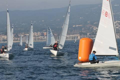 Els regatistes de la classe Europa participen al Campionat de Catalunya al CN El Balís. - 1