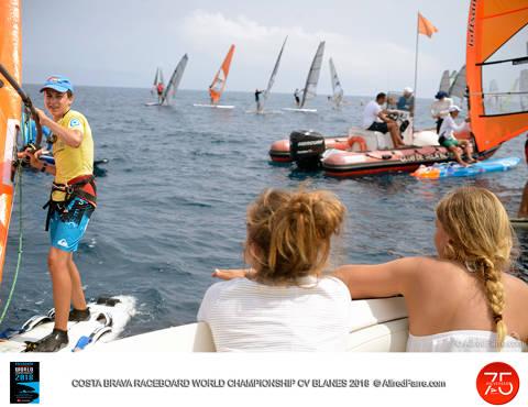 El vent pren el protagonisme als regatistes i la seva absència deixa sense proves la tercera jornada del Mundial de Raceboard. - 3