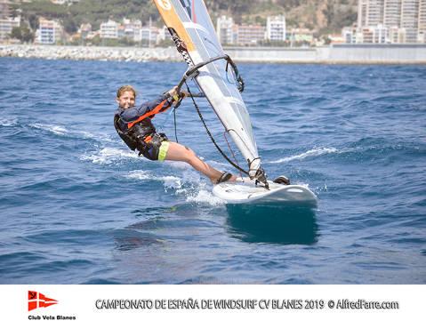 Els germans Manchón protagonistes del Campionat d'España de windsurf a Blanes. Curro es proclama campió d'España en Raceboard i Blanca domina de principi a fi el RS:X Femení. - 6