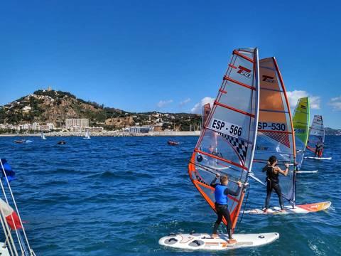 Jordi Bosch 3er en Raceboard i el extraordinari debut de l'equip d'iniciació del CVB, els protagonistes al Trofeu Primavera N2 de Windsurf - 4