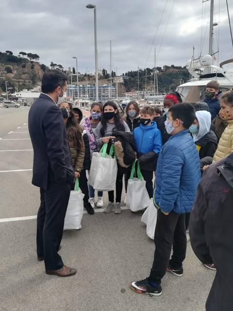 50 escolars de l'Escola Mossen Joan Batlle participen a les Jornades de Recollida de Residus al Mar inclòs al 'Let's Clean Europe'. - 1