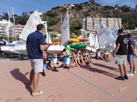L'Equip de la classe Optimist i els integrants de l'Escola de Vela participen en un Trofeu Tardor N3 entre amics. - 4