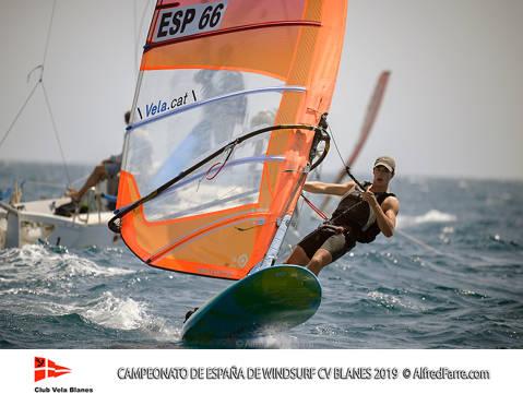 Els germans Manchón protagonistes del Campionat d'España de windsurf a Blanes. Curro es proclama campió d'España en Raceboard i Blanca domina de principi a fi el RS:X Femení. - 5