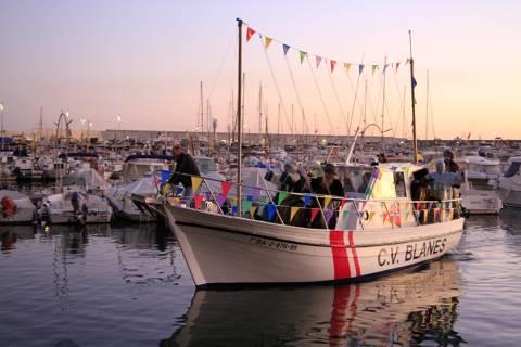 Els Reis d'Orient arriben a Blanes en el vaixell del Club de Vela