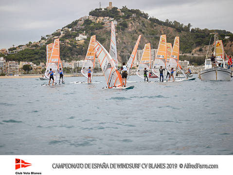 The Spanish Windsurf Championship in Blanes started with tests in all classes