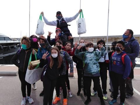 50 escolars de l'Escola Mossen Joan Batlle participen a les Jornades de Recollida de Residus al Mar inclòs al 'Let's Clean Europe'. - 2