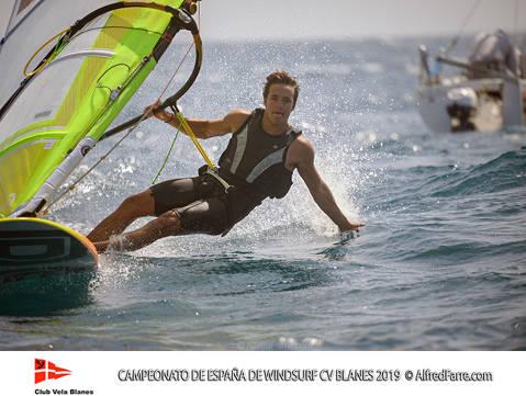Els germans Manchón protagonistes del Campionat d'España de windsurf a Blanes. Curro es proclama campió d'España en Raceboard i Blanca domina de principi a fi el RS:X Femení. - 4