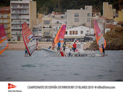 Tret de sortida del Campionat d'Espanya de Windsurf a Blanes amb proves per a totes les classes. - 1