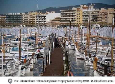 Guillem Manresa i Pol Gragera participen a la 30ena Palamós Optimist Trophy amb mes de mig miler de regatistes. - 1