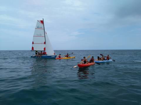 Èxit, sense precedents, de l'activitat del Bateig de Mar entre les escoles de Blanes - 5