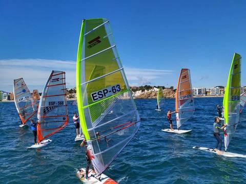 Jordi Bosch 3er en Raceboard i el extraordinari debut de l'equip d'iniciació del CVB, els protagonistes al Trofeu Primavera N2 de Windsurf - 3