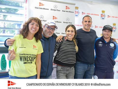 Mes d'un centenar i mig de regatistes al Campionat d'Espanya de windsurf a la badia de Blanes - 3