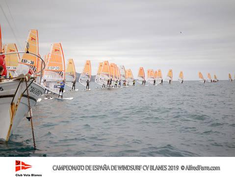 Tret de sortida del Campionat d'Espanya de Windsurf a Blanes amb proves per a totes les classes. - 6