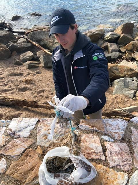 El Club Vela Blanes se suma a la iniciativa del Departamento de Medio Ambiente del Ayuntamiento para la limpieza popular de la playa
