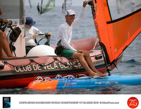 El vent pren el protagonisme als regatistes i la seva absència deixa sense proves la tercera jornada del Mundial de Raceboard. - 1