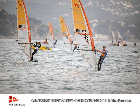 Tret de sortida del Campionat d'Espanya de Windsurf a Blanes amb proves per a totes les classes. - 4