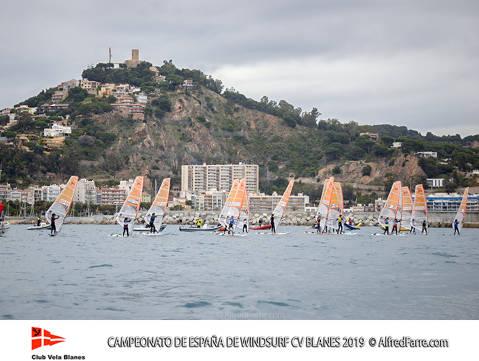 Tret de sortida del Campionat d'Espanya de Windsurf a Blanes amb proves per a totes les classes. - 2